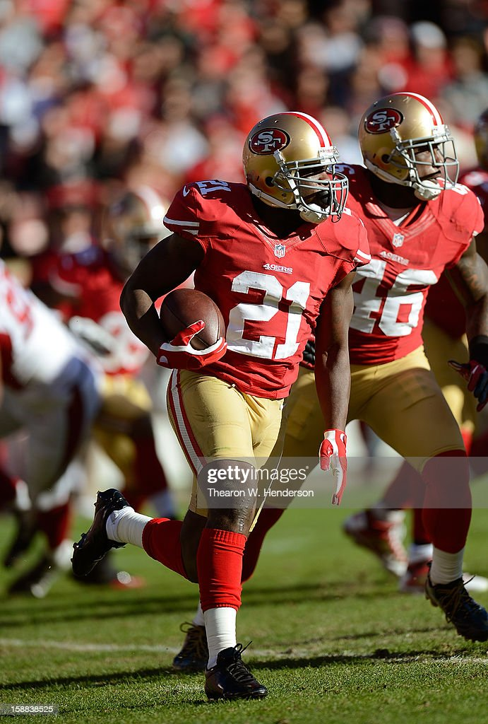 Frank Gore #21 of the San Francisco 49ers rushes with the ball against the Arizona Cardinals in the second quarter at Candlestick Park on December 30, 2012 in San Francisco, California. The 49ers won the game 27-13.