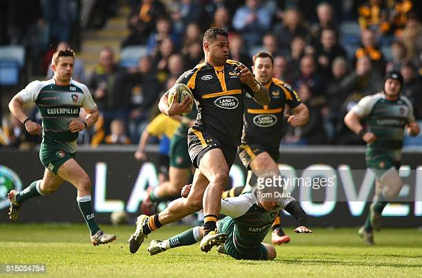 Frank Halai of Wasps runs to score a try during the Aviva Premiership match between Wasps and Leicester Tigers at The Ricoh Arena on March 12 2016 in...
