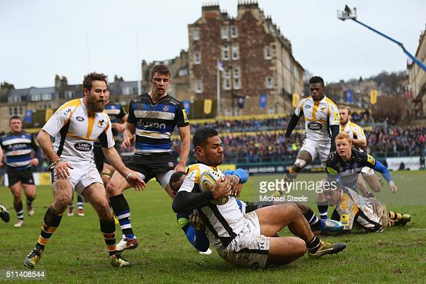 Frank Halai of Wasps scores his sides opening try despite the challenge from Semesa Rokoduguni of Bath during the Aviva Premiership match between...