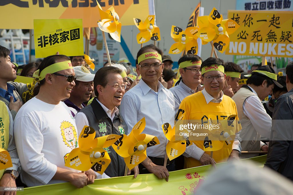 Frank Hsieh and members of the oppostion DPP march with the agenda to create a nuclear free Taiwan by 2025.