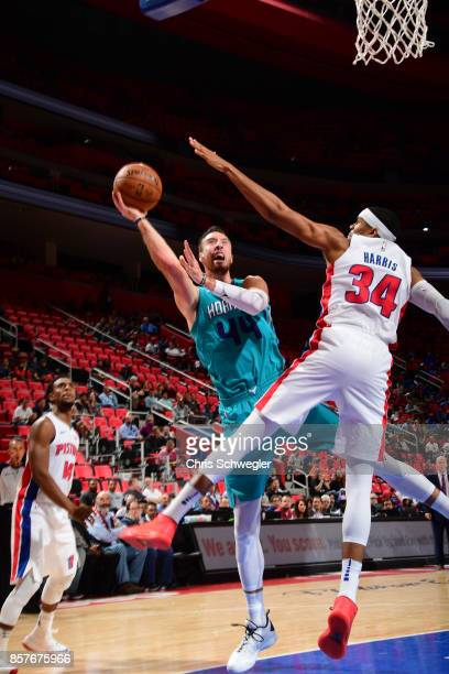 Frank Kaminsky of the Charlotte Hornets shoots the ball against the Detroit Pistons during a preseason game on October 4 2017 at The Palace of Auburn...