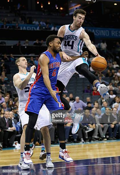 Frank Kaminsky of the Charlotte Hornets tries to stop Darrun Hilliard of the Detroit Pistons during their game at Time Warner Cable Arena on December...