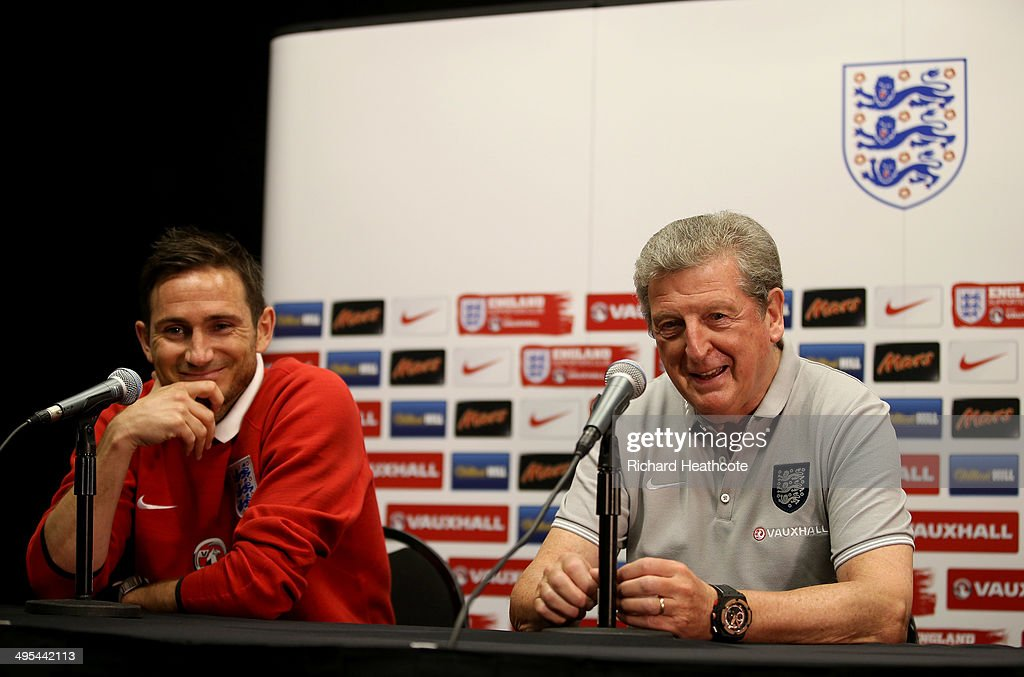<a gi-track='captionPersonalityLinkClicked' href=/galleries/search?phrase=Frank+Lampard+-+Born+1978&family=editorial&specificpeople=11497645 ng-click='$event.stopPropagation()'>Frank Lampard</a> (L) and Manager <a gi-track='captionPersonalityLinkClicked' href=/galleries/search?phrase=Roy+Hodgson&family=editorial&specificpeople=881703 ng-click='$event.stopPropagation()'>Roy Hodgson</a> talk to the media during an England press conference at The Sunlife Stadium on June 3, 2014 in Miami, Florida. England are in Florida for warm up matches ahead of the FIFA World Cup Brazil 2014
