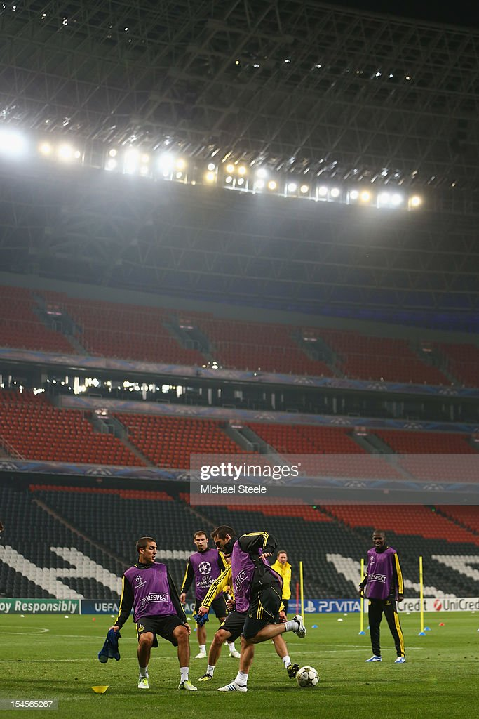Frank Lampard (C) back heals the ball during the Chelsea Training session ahead of the UEFA Champions League Group E match between Shakhtar Donetsk and Chelsea at Donbass Arena on October 22, 2012 in Donetsk, Ukraine.