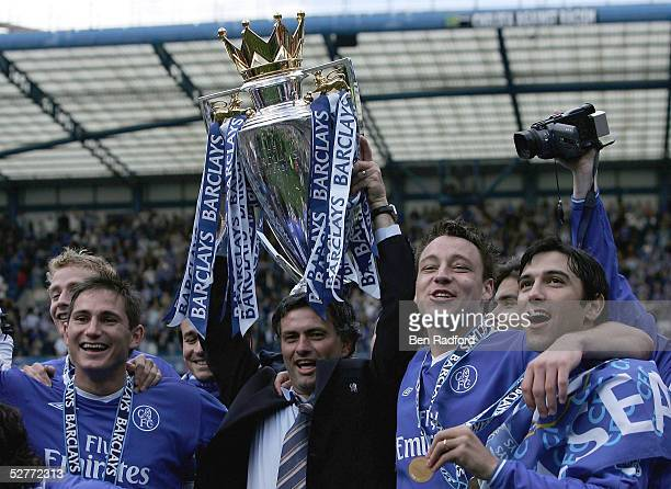 Frank Lampard Jose Mourinho John Terry and Paulo Ferreira hold the trophy after receiving the Barclays Premiership Trophy at Stamford Bridge on May 7...