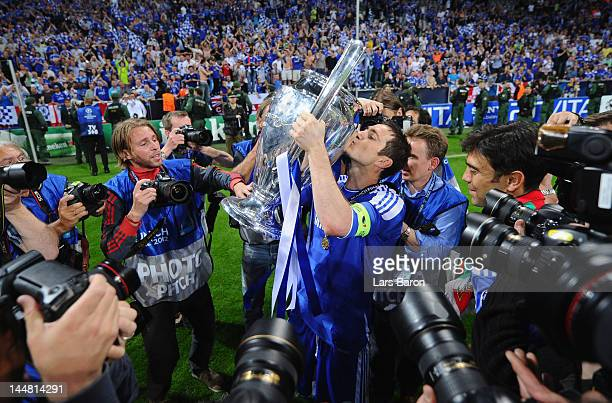 Frank Lampard of Chelsea celebrates kissing the trophy after their victory in the UEFA Champions League Final between FC Bayern Muenchen and Chelsea...