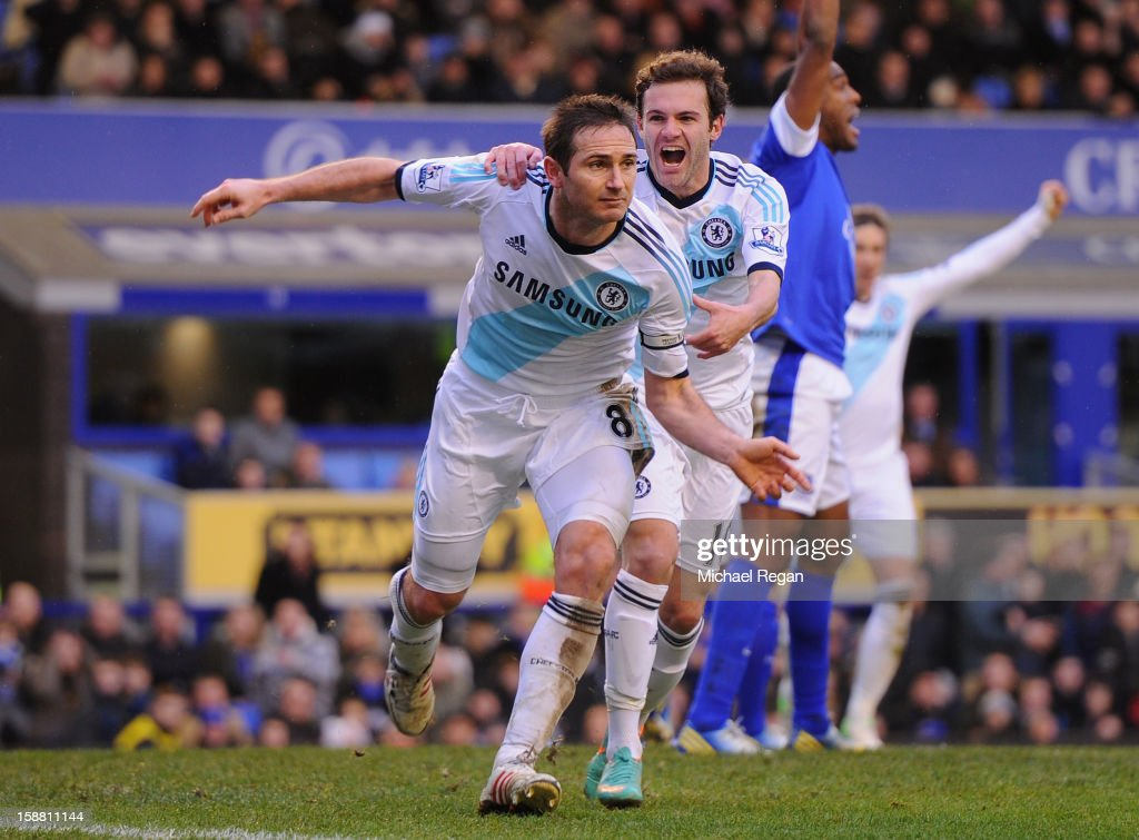 <a gi-track='captionPersonalityLinkClicked' href=/galleries/search?phrase=Frank+Lampard+-+Classe+1978&family=editorial&specificpeople=11497645 ng-click='$event.stopPropagation()'>Frank Lampard</a> (L) of Chelsea celebrates scoring his team's second goal to make the score 1-2 during the Barclays Premier League match between Everton and Chelsea at Goodison Park on December 30, 2012 in Liverpool, England.