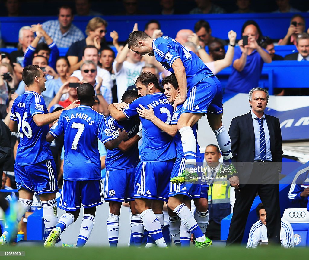 Frank Lampard of Chelsea celebrates with team mates and manager Jose Mourinho after scoring the second goal during the Barclays Premier League match between Chelsea and Hull City at Stamford Bridge on August 18, 2013 in London, England.