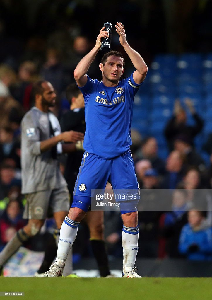 <a gi-track='captionPersonalityLinkClicked' href=/galleries/search?phrase=Frank+Lampard+-+Born+1978&family=editorial&specificpeople=11497645 ng-click='$event.stopPropagation()'>Frank Lampard</a> of Chelsea thanks the support after the Premier League match between Chelsea and Wigan Athletic at Stamford Bridge on February 9, 2013 in London, England.
