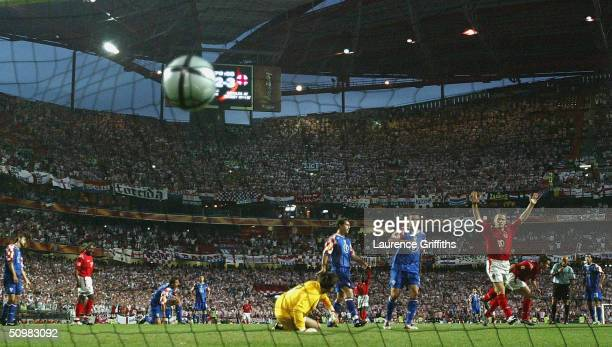 Frank Lampard of England scores the fourth goal during the UEFA Euro 2004 Group B match between Croatia and England at the Luz Stadium on June 21...