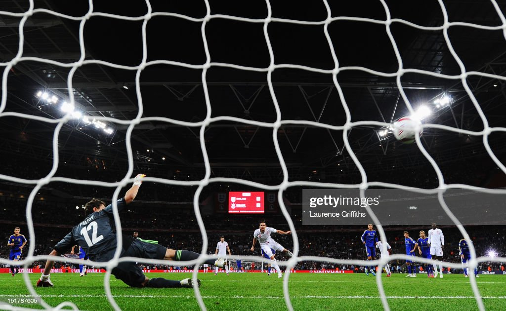 Frank Lampard of England scores their equalising goal from the penalty spot past <a gi-track='captionPersonalityLinkClicked' href=/galleries/search?phrase=Andriy+Pyatov&family=editorial&specificpeople=541019 ng-click='$event.stopPropagation()'>Andriy Pyatov</a> the Ukraine goalkeeper during the FIFA 2014 World Cup Group H qualifying match between England and Ukraine at Wembley Stadium on September 11, 2012 in London, England.