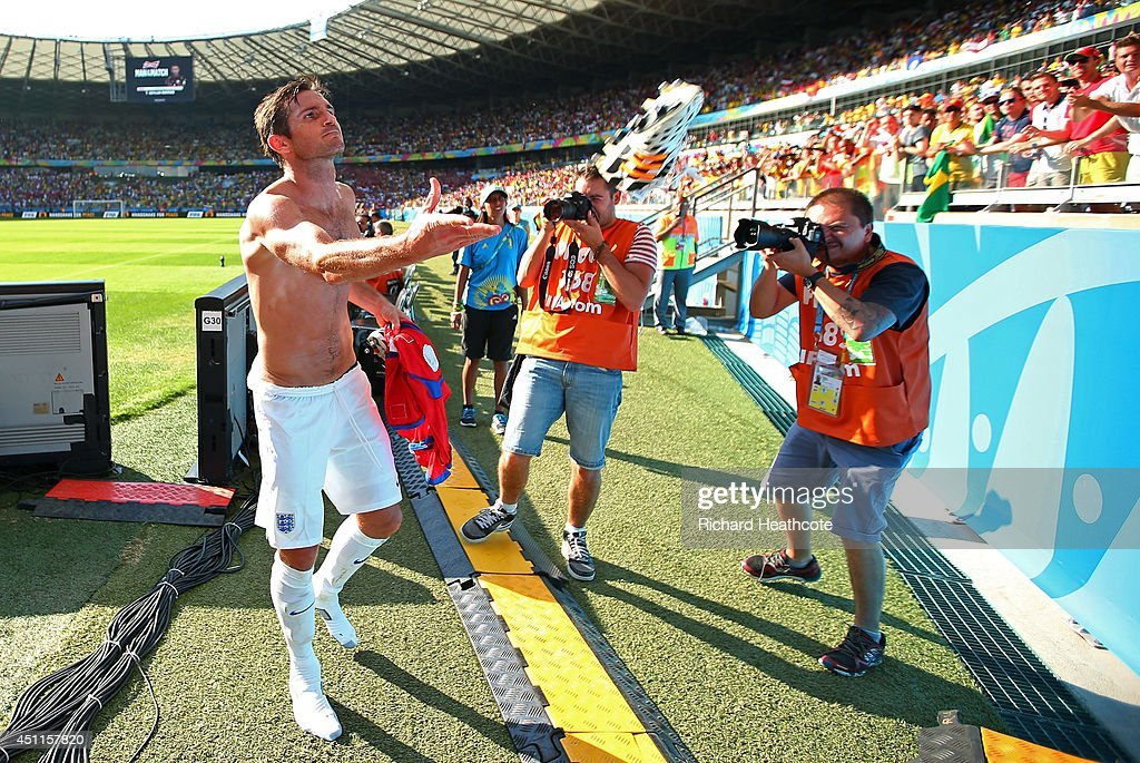 Frank Lampard of England throws a boot into the crowd after a 0-0 draw during the 2014 FIFA World Cup Brazil Group D match between Costa Rica and England at Estadio Mineirao on June 24, 2014 in Belo Horizonte, Brazil.