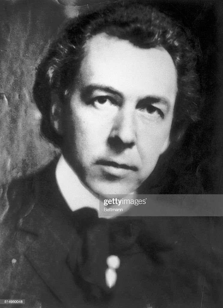 Frank <b>Lloyd Wright</b> in 1926. - frank-lloyd-wright-in-1926-picture-id514950048