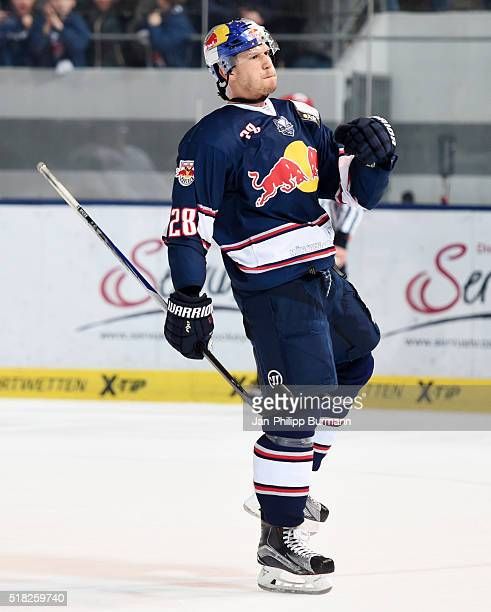 Frank Mauer of EHC Red Bull Muenchen celebrates after scoring the 31 during the game between the EHC Red Bull Muenchen and Koelner Haie on March 30...