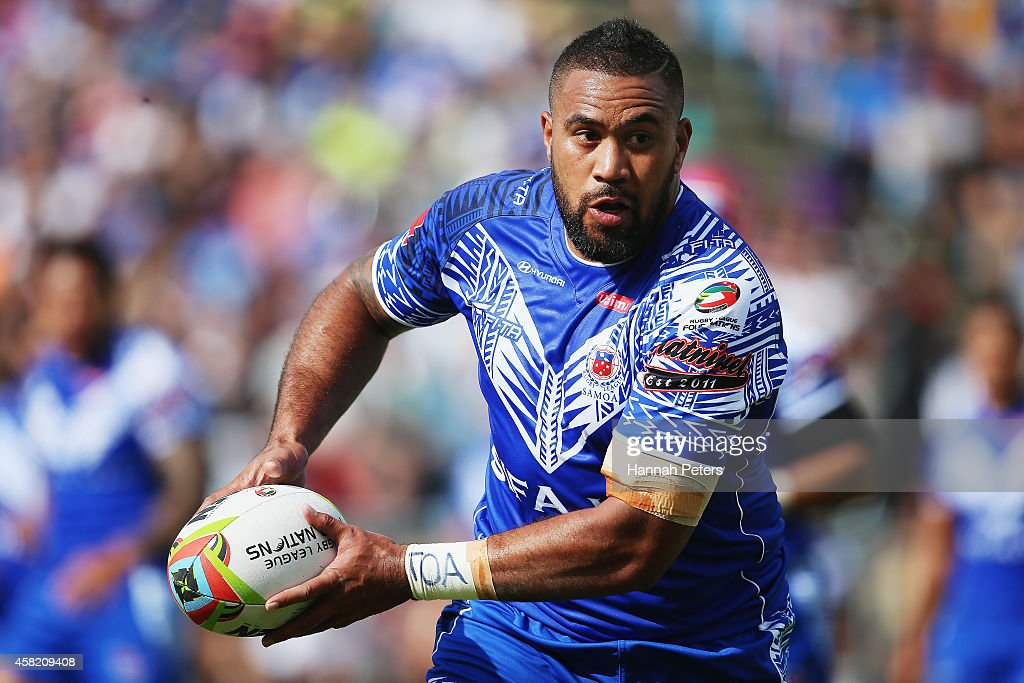 Frank Pritchard of Samoa looks to pass the ball out during the Four Nations match between the New Zealand Kiwis and Samoa at Toll Stadium on November...