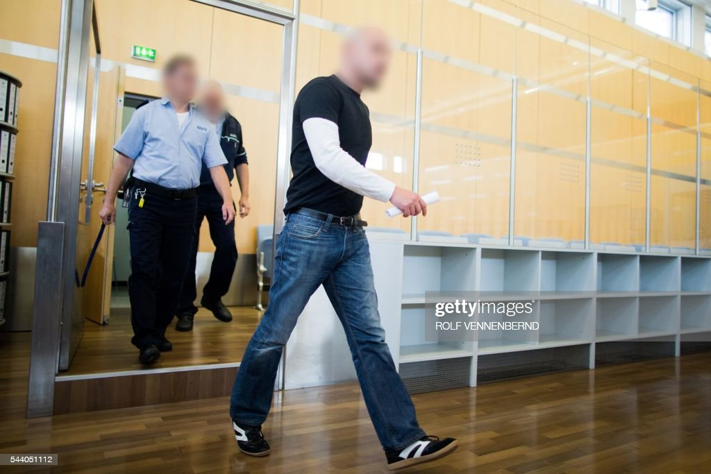 Frank S (R) arrives for the start of his trial on Juli 1, 2016 at the Higher Regional Court in Duesseldorf, western Germany. Frank S was accused of having stabbed in the neck Henriette Reker, then candidate for mayor of Cologne, as she campaigned in Cologne one day before the elections in October 2015. The attack was motivated apparently over her work with refugees. The Court of Duesseldorf condemned Frank S to 14 years imprisonment on July 1, 2016. / AFP / dpa / Rolf Vennenbernd / Germany OUT