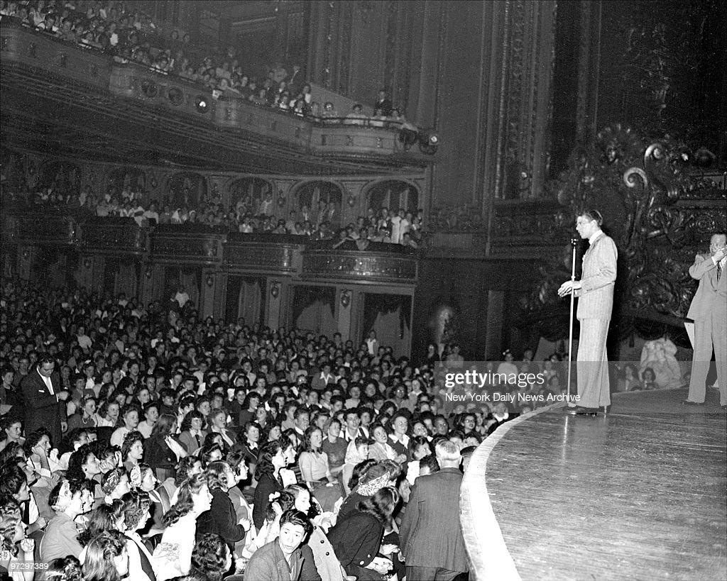 Frank Sinatra at the Paramount