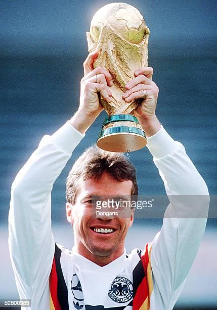 WM 1990 Frankfurt 080790 Lothar MATTHAEUS / GER mit WM