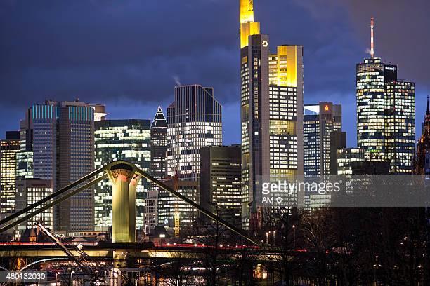Francfort-sur-le-Main, vue sur la ville au crépuscule, Allemagne