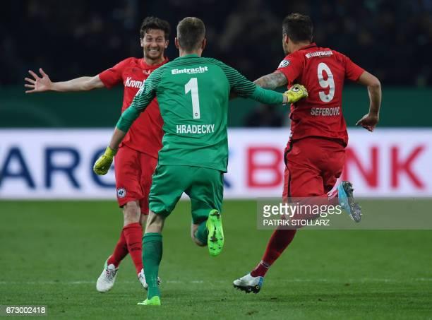 CORRECTION Frankfurt's Argentinian defender David Abraham Frankfurt's Finnish goalkeeper Lukas Hradecky and Frankfurt's Swiss striker Haris Seferovic...