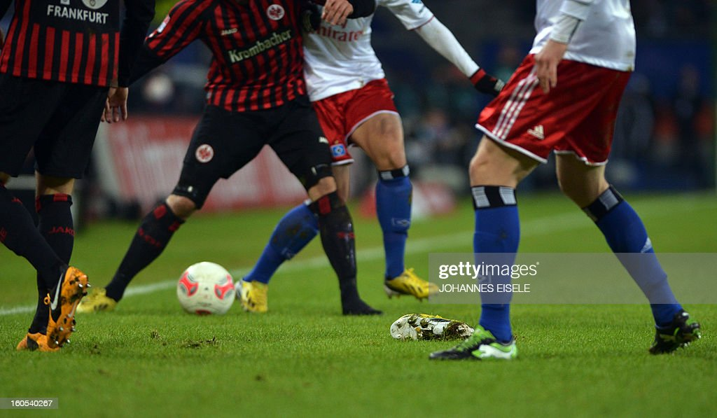 Frankfurt's Croation striker Serjan Lakic's (2nd L) shoe can be seen on the pitch after it came off during the German first division Bundesliga football match Hamburg SV vs Eintracht Frankfurt in Hamburg, northern Germany on February 2, 2013.