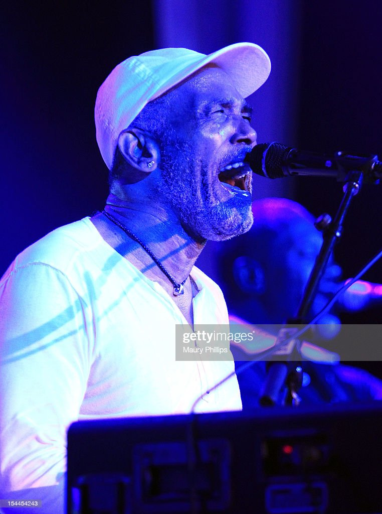 <a gi-track='captionPersonalityLinkClicked' href=/galleries/search?phrase=Frankie+Beverly&family=editorial&specificpeople=783073 ng-click='$event.stopPropagation()'>Frankie Beverly</a> performs at the Faithful Central Bible Church Event on October 19, 2012 in Century City, California.