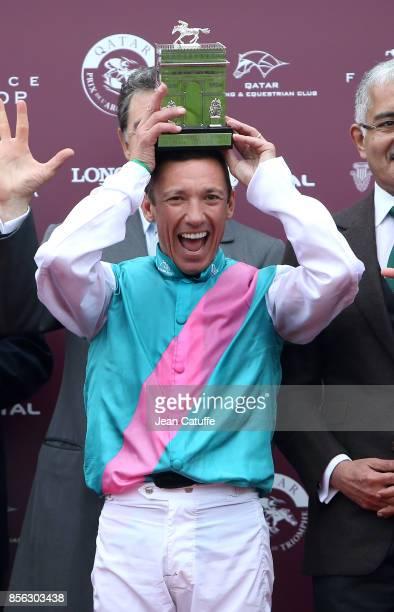 Frankie Dettori of Italy riding 'Enable' celebrates winning Qatar Prix de l'Arc de Triomphe 2017 at Hippodrome de Chantilly racecourse on October 1...