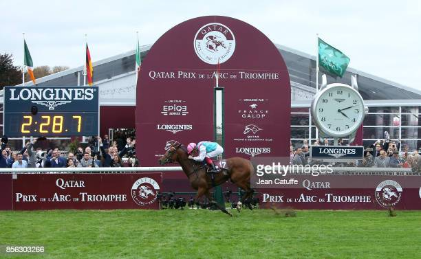 Frankie Dettori of Italy riding 'Enable' wins Qatar Prix de l'Arc de Triomphe 2017 at Hippodrome de Chantilly racecourse on October 1 2017 in...