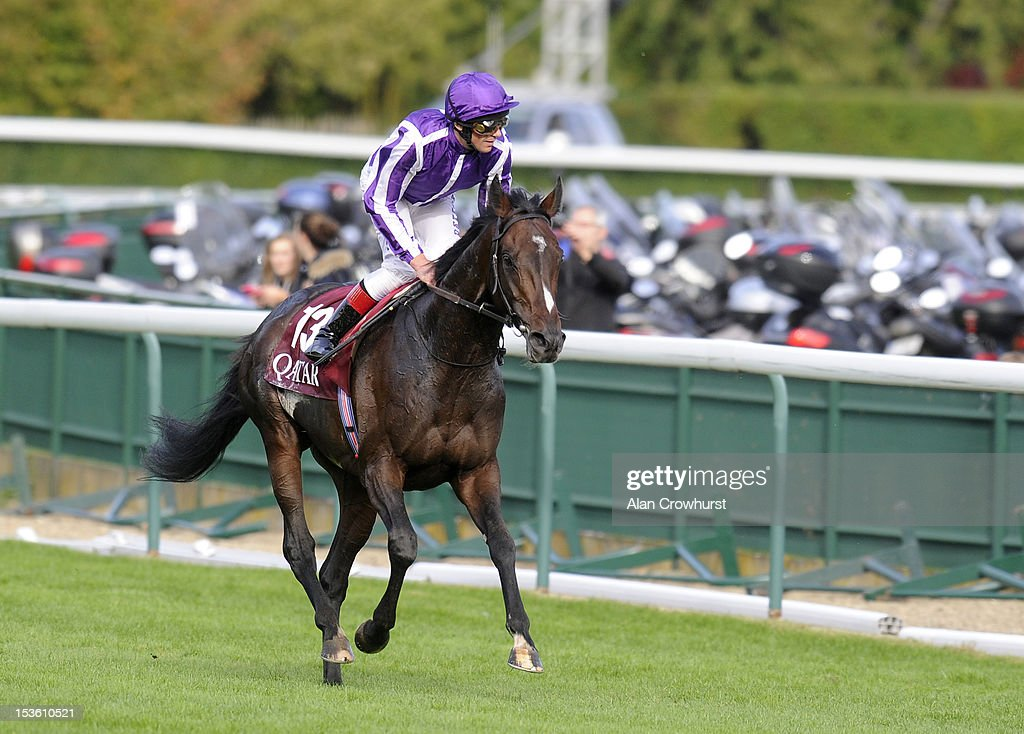 <a gi-track='captionPersonalityLinkClicked' href=/galleries/search?phrase=Frankie+Dettori&family=editorial&specificpeople=167142 ng-click='$event.stopPropagation()'>Frankie Dettori</a> riding Camelot return after defeat inThe Qatar Prix de L'Arc de Triomphe at Longchamp racecourse on October 07, 2012 in Paris, France.