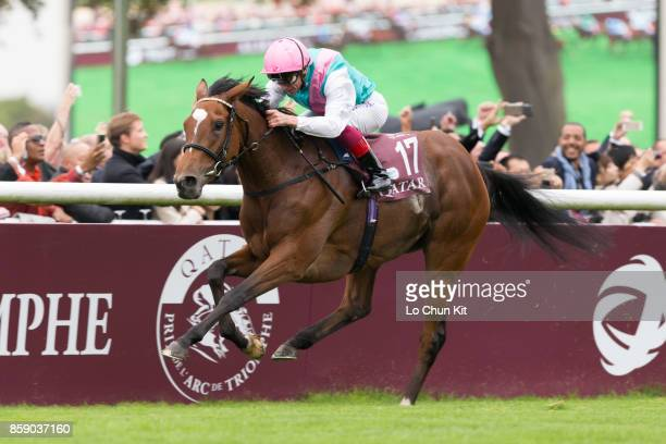 Frankie Dettori riding Enable wins the 96th Qatar Prix de l'Arc de Triomphe at Chantilly racecourse on October 1 2017 in Chantilly France