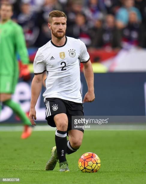 FUSSBALL Frankreich Deutschland Shkodran Mustafi am Ball