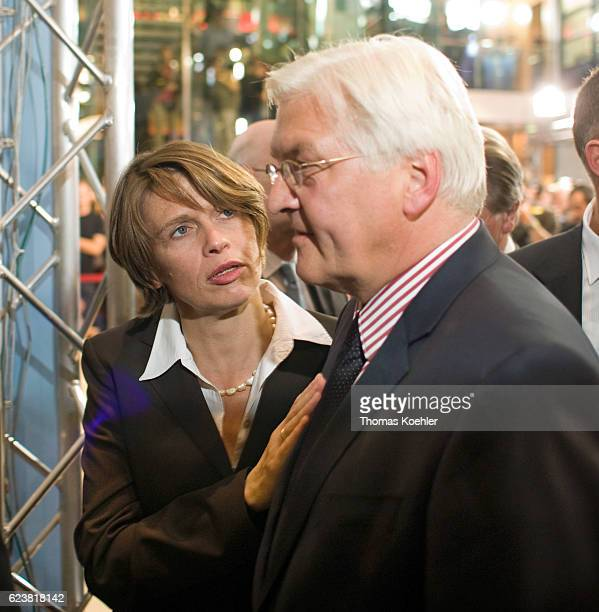 FrankWalter STEINMEIER with his wife Elke Buedenbender on the evening of the Bundestag election in the WillyBrandtHaus The SPD achieved the worst...