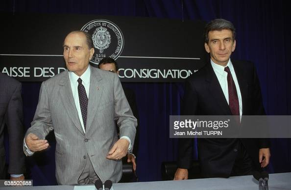 François Mitterrand au 175ème anniversaire de la Caisse des Dépôts et Consignations et le directeur général de la CDC Robert Lion le 27 septembre...