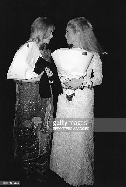 Françoise Dorléac et Catherine Deneuve à une soirée à Paris France circa 1960