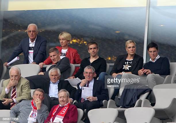 Franz Beckenbauer mit Frau Bastian SCHWEINSTEIGER FC Bayern München Phlipp LAHM FC Bayern München Maria Höfl Riesch mit Ehemann Marcus 1 Bundesliga...