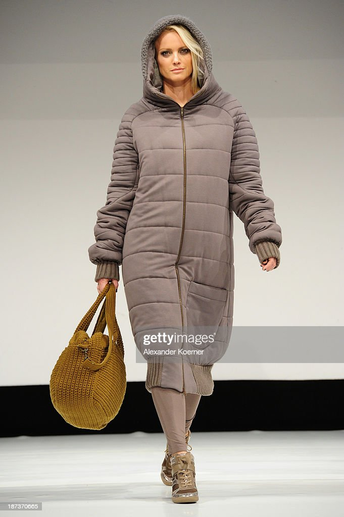 <a gi-track='captionPersonalityLinkClicked' href=/galleries/search?phrase=Franziska+Knuppe&family=editorial&specificpeople=209268 ng-click='$event.stopPropagation()'>Franziska Knuppe</a> walks the runway at the Deichmann Shoe Step of the Year 2013 at Curio Haus on November 7, 2013 in Hamburg, Germany.