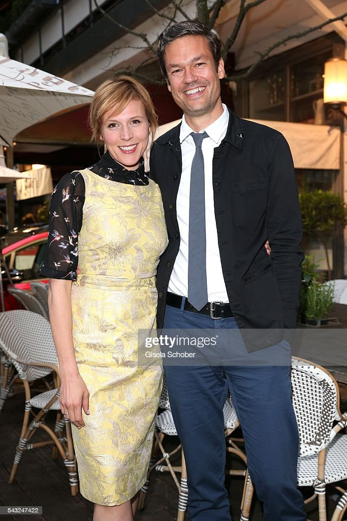 <a gi-track='captionPersonalityLinkClicked' href=/galleries/search?phrase=Franziska+Weisz&family=editorial&specificpeople=2559481 ng-click='$event.stopPropagation()'>Franziska Weisz</a> and her husband Felix Herzogenrath during the Peugeot BVC Casting Night during the Munich Film Festival 2016 at Kaeferschaenke on June 26, 2016 in Munich, Germany.