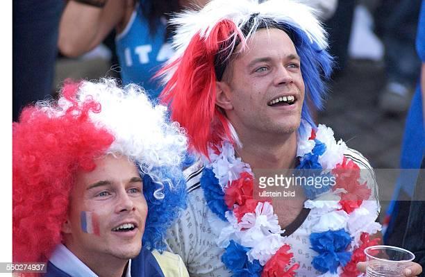 Französische Fußballfans auf dem Fan Fest FIFAWM 2006 am in Berlin während des Endspiels FrankreichItalien