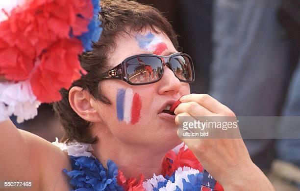 Französischer Fußballfan auf dem Fan Fest FIFAWM 2006 am Brandenburger Tor in Berlin während des Endspiels FrankreichItalien