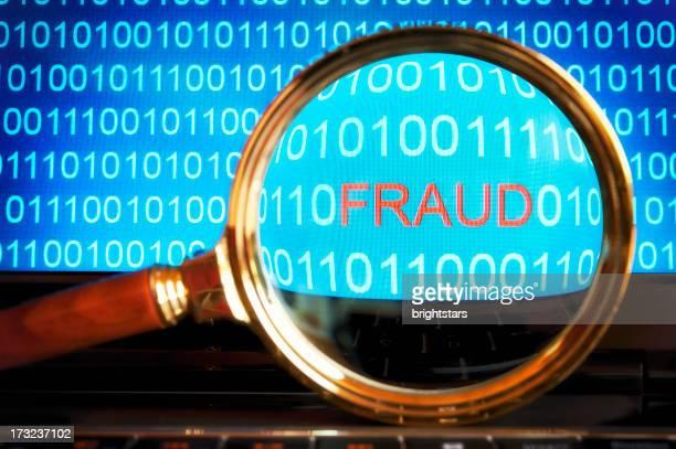 Betrug code revealed durch ein Vergrößerungsglas