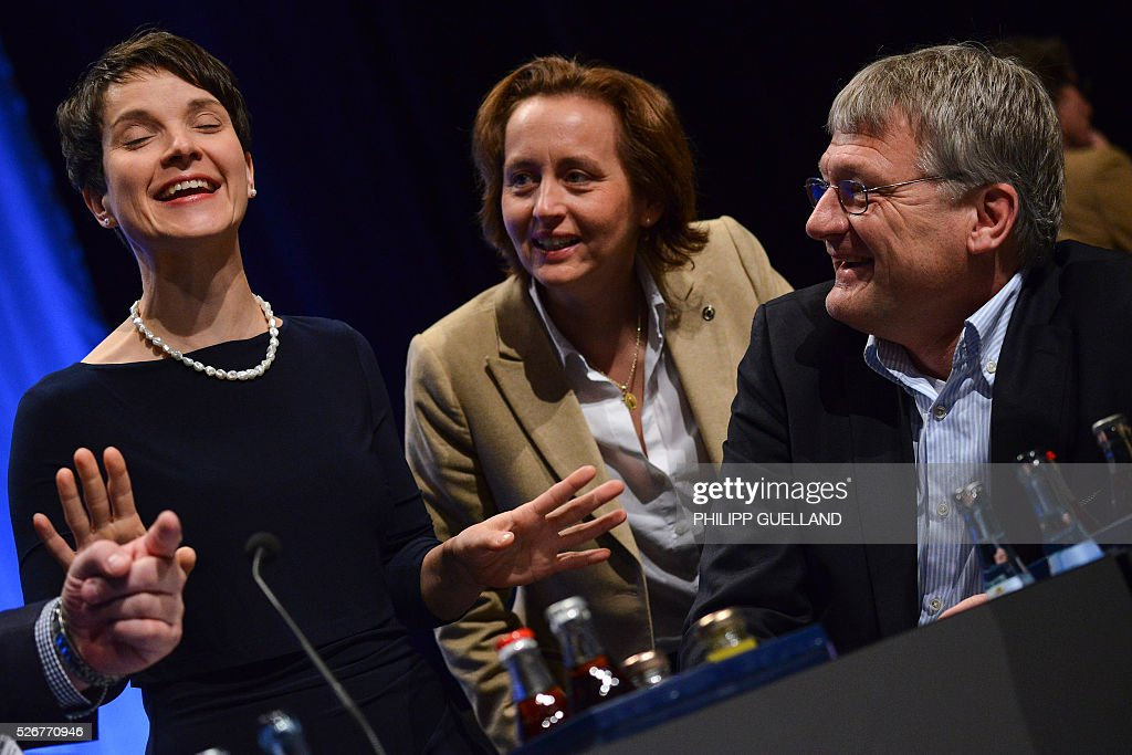 Frauke Petry,leader of the german right wing party Alternative for Germany (AfD), her deputies Beatrix von Storch and Joerg Meuthen talk during a party congress of the German right wing party AfD (Alternative fuer Deutschland) at the Stuttgart Congress Centre ICS on May 1, 2016 in Stuttgart, southern Germany. / AFP / Philipp GUELLAND