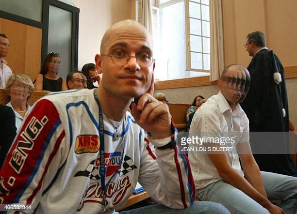 Frédéric Bourdin 31 ans un usurpateur multirécidiviste d'identités attend dans une salle d'audience du palais de justice de Pau le 15 septembre 2005...