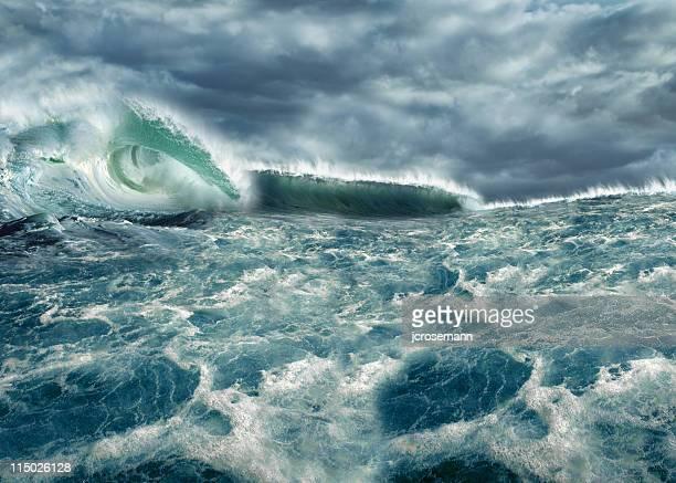 Bizarre vague sur l'océan, Tsunami vagues
