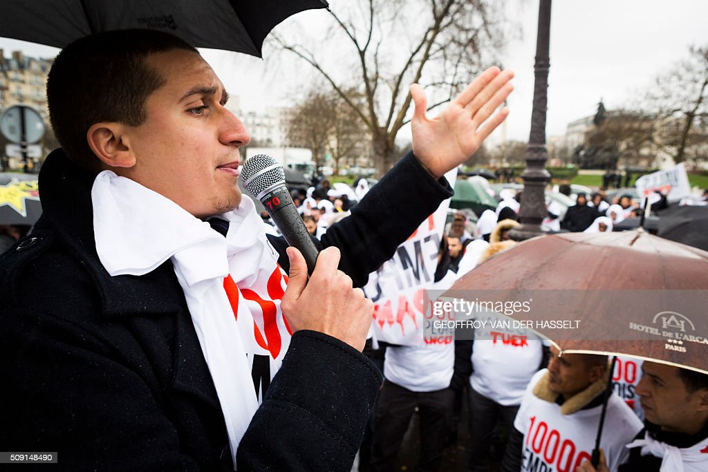 Fred, a non-licensed private hire cab drivers, known in France as VTC (voitures de tourisme avec chauffeur or tourism vehicles with chauffeur) speaks during a VTC demonstration on the Place de la Nation in Paris on February 9, 2016. VTC drivers continued a fifth day of protests on February 9 against measures granted by the French prime minister to taxi drivers. / AFP / Geoffroy Van der Hasselt