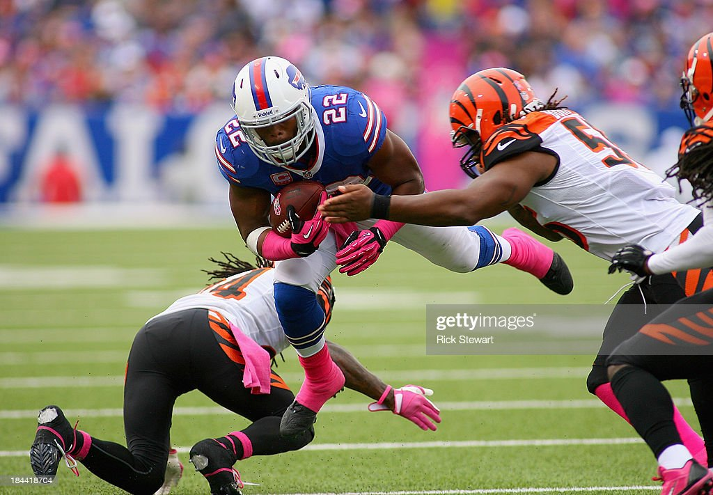 Fred Jackson #22 of the Buffalo Bills runs against the Cincinnati Bengals at Ralph Wilson Stadium on October 13, 2013 in Orchard Park, New York. Cincinnati won 27-24.