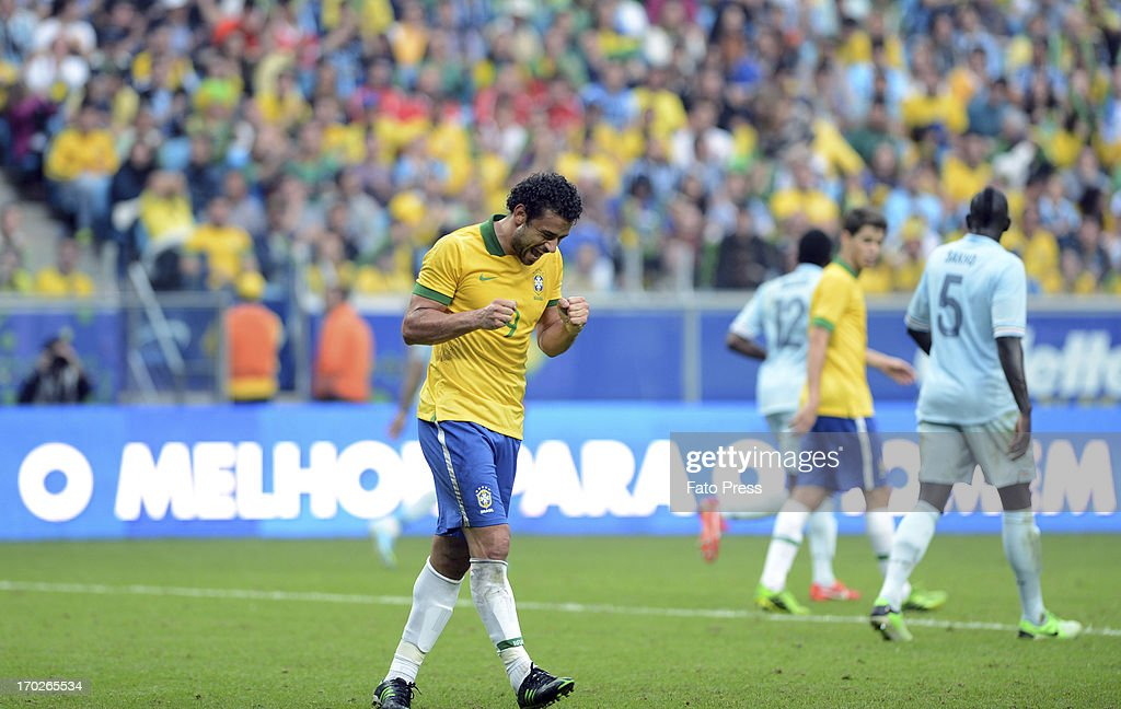 <a gi-track='captionPersonalityLinkClicked' href=/galleries/search?phrase=Fred+-+Brazilian+Soccer+Striker+Born+1983&family=editorial&specificpeople=490870 ng-click='$event.stopPropagation()'>Fred</a> (#9) of Brasil during the match between Brasil and France on June 09, 2013 in Porto Alegre, Brasil