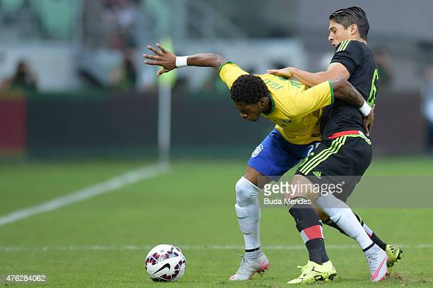 Fred of Brazil and Javier Güemez of Mexico compete for the ball during the International Friendly Match between Brazil and Mexico at Allianz Parque...