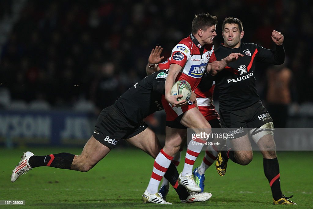 Freddie Burns (C) of Gloucester looks to offload as <a gi-track='captionPersonalityLinkClicked' href=/galleries/search?phrase=Yannick+Jauzion&family=editorial&specificpeople=209308 ng-click='$event.stopPropagation()'>Yannick Jauzion</a> (L) and <a gi-track='captionPersonalityLinkClicked' href=/galleries/search?phrase=Florian+Fritz&family=editorial&specificpeople=540919 ng-click='$event.stopPropagation()'>Florian Fritz</a> (R) of Toulouse challenge during the Gloucester v Toulouse Heineken Cup Pool Six match at Kingsholm Stadium on January 20, 2012 in Gloucester, England.