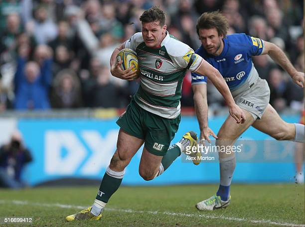 Freddie Burns of Leicester Tigers runs through before scoring a try during the Aviva Premiership match between Leicester Tigers and Saracens at...