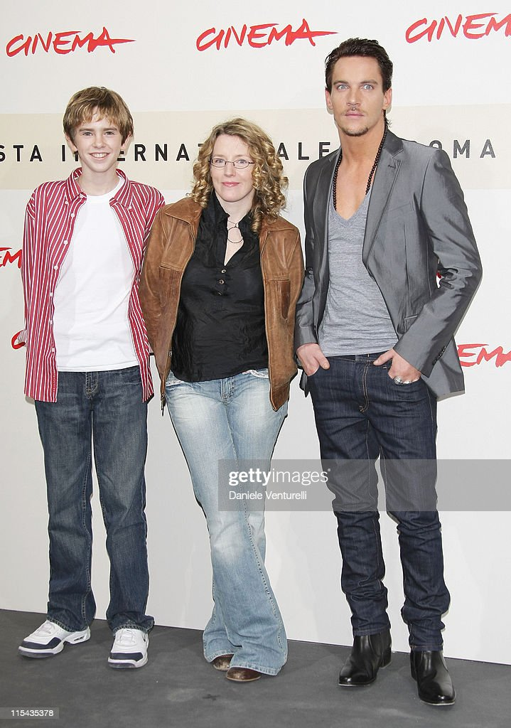 Freddie Highmore Kirsten Sheridan director and Jonathan Rhys Meyers attend the August Rush photocall during Day 3 of the 2nd Rome Film Festival on...